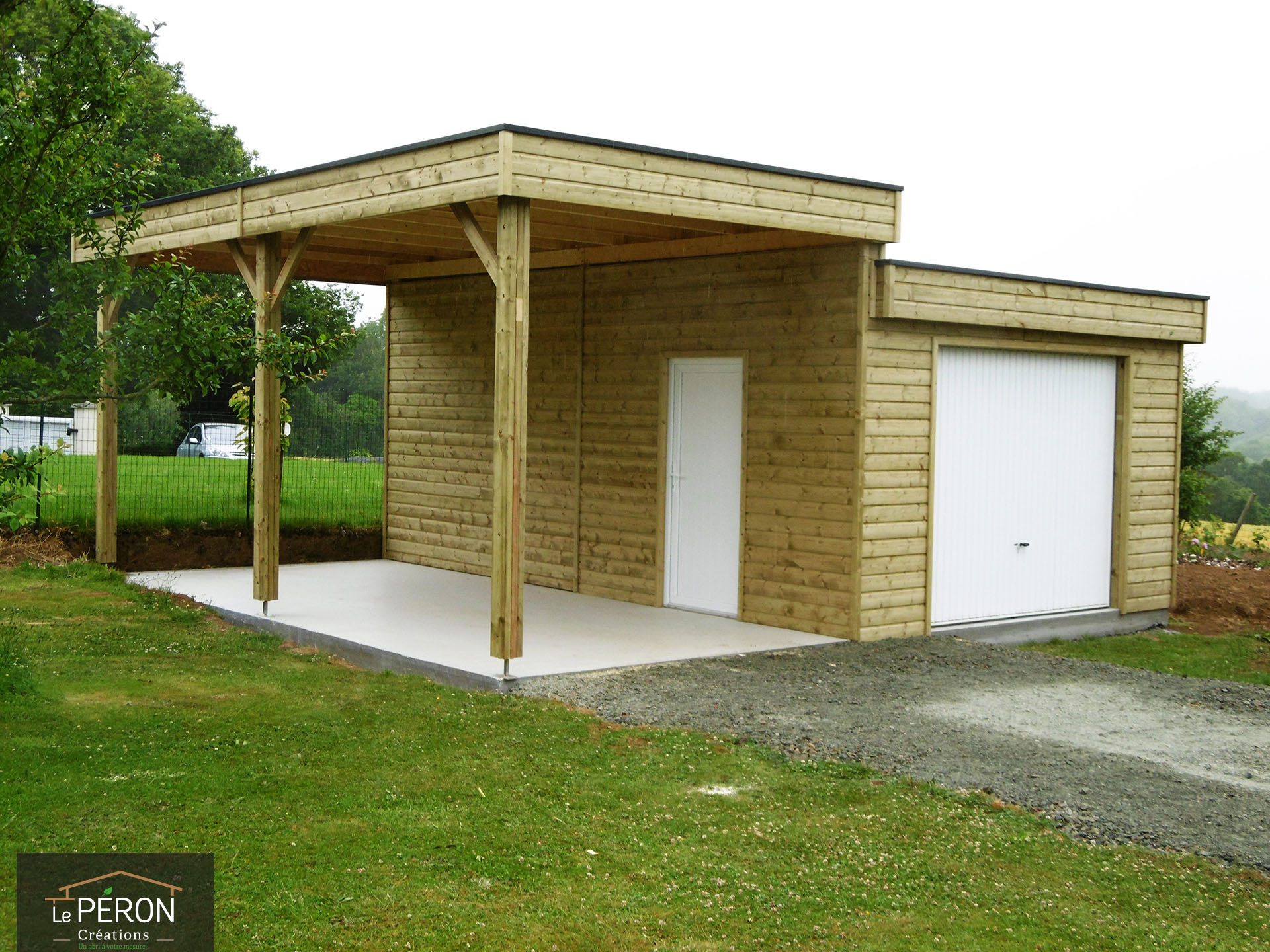 Carport toit plat sur mesure en bretagne for Garage plans with carport