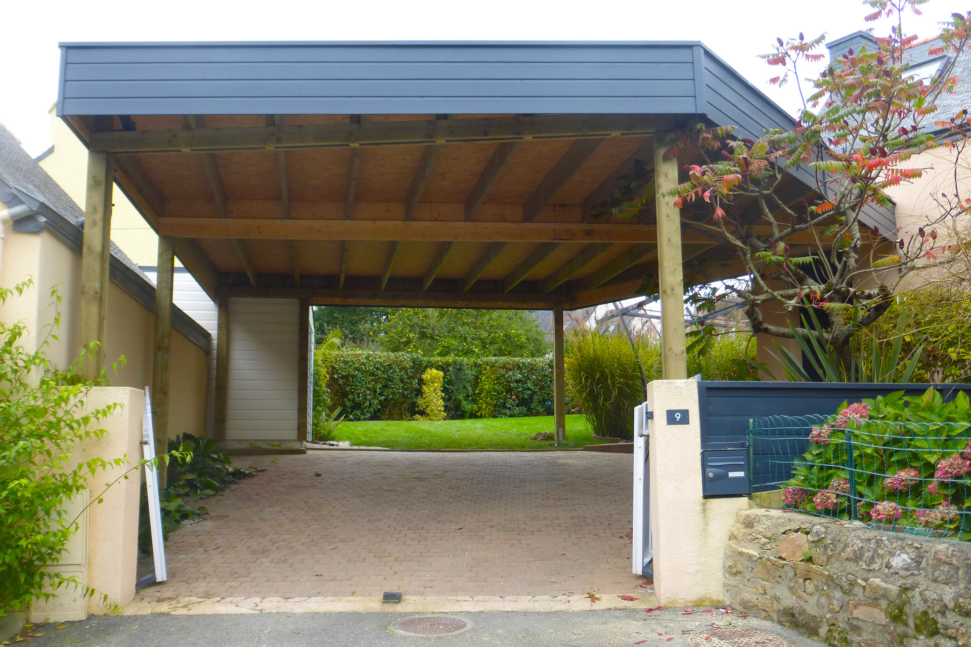 carport toit plat sur mesure en bretagne. Black Bedroom Furniture Sets. Home Design Ideas